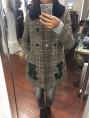 Manteau à carreaux et col fourrure