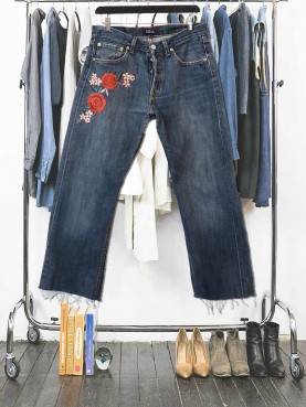 Dark used jean with embroided patches