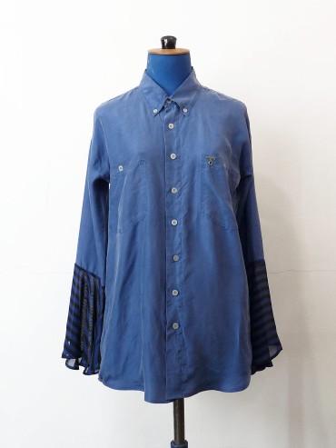 Chemise en soie bleu moyen à poignets évasés